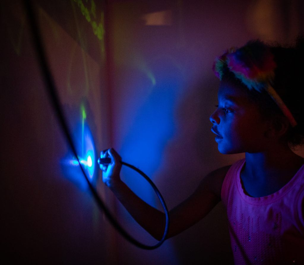 drawing on wall with light pen