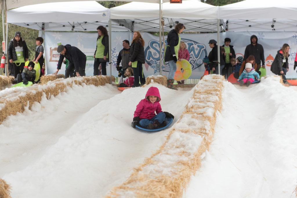 snow days 2020 children playing in snow