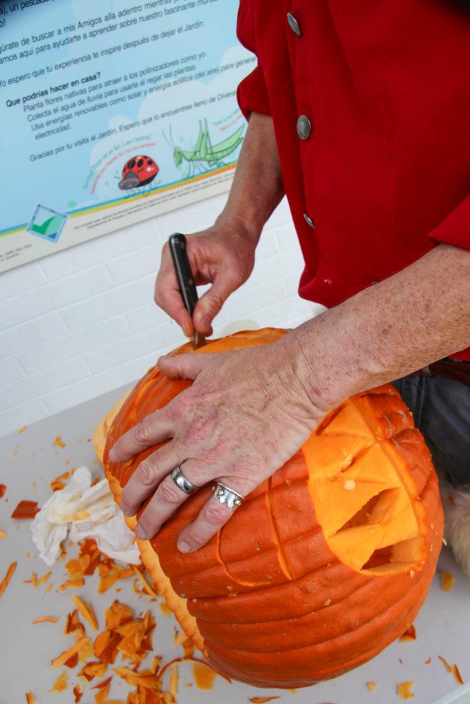 Funtazmagoria pumpkin carving