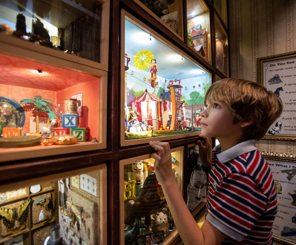 children experiencing the curiosity cabinet at childrens museum of sonoma county